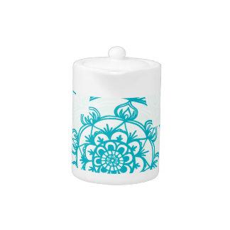 Weißes u. aquamarines Mandala-Muster