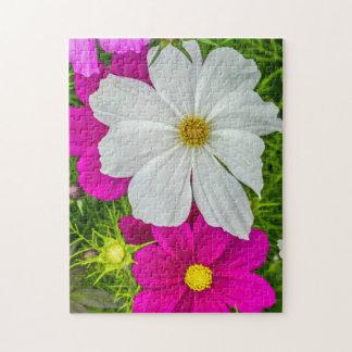 Weißes und rosa Blumen-Fotopuzzlespiel