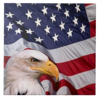 Weißkopfseeadler mit amerikanischer Flagge Keramikfliese