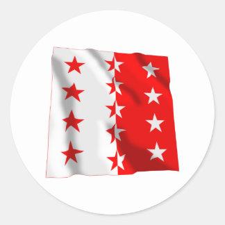 Wellenartig bewegende Flagge Wallis Runder Aufkleber