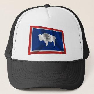 Wellenartig bewegende Flagge Wyomings Truckerkappe
