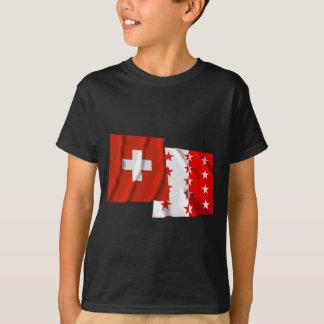 Wellenartig bewegende Flaggen der Schweiz u. T-Shirt