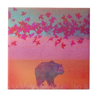 Wenig Bär auf dem bunten Gebiet, Blatt, Farben Keramikfliese