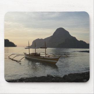 Wenig Boot und Ozean Mousepad