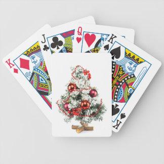 Wenig verzierter Weihnachtsbaum mit Flitter Poker Karten