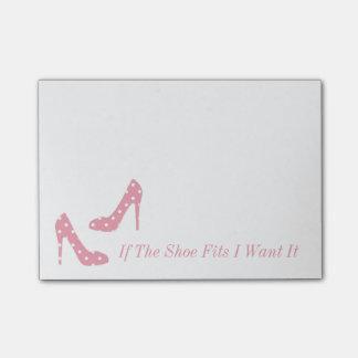 Wenn die Schuh-Sitze ich es rosa Post-it Klebezettel