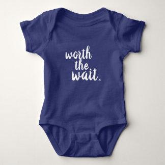 Wert das Wartezeit-Baby-Shirt Baby Strampler