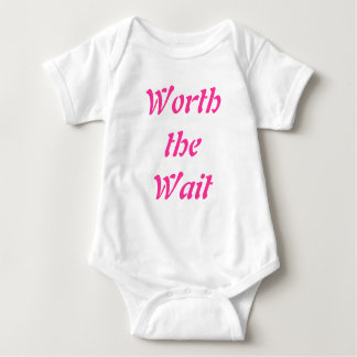 wert das Wartezeit-Babybaby wachsen Sie Baby Strampler