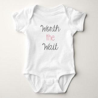 Wert den Wartezeit-Baby-Körper-Anzug Baby Strampler