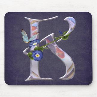 Wertvolle Schmetterlings-Initiale K Mousepads