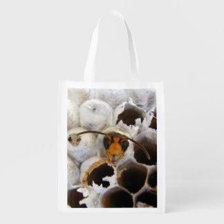 Wespe, die von der Nest-wiederverwendbaren Tasche Wiederverwendbare Einkaufstasche