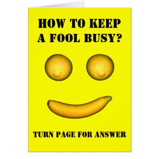 Wie man einen Dummkopf beschäftigt behält Karte