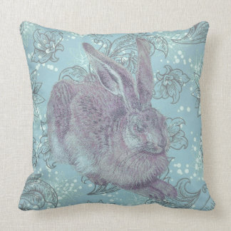 Wildes Kaninchen mit Blumen Kissen
