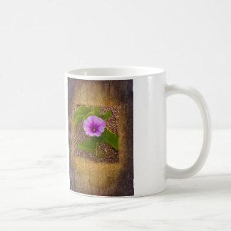 Winden-Blume auf einem strukturierten Hintergrund Kaffeetasse