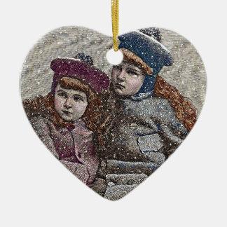Winter-Schwestern Keramik Herz-Ornament