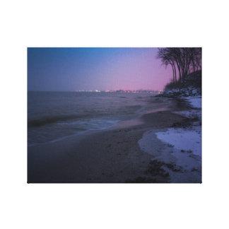 Winterdämmerung auf dem Strand Gespannte Galeriedrucke
