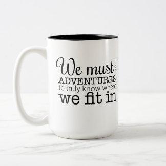 Wir müssen Abenteuer-Tasse nehmen Zweifarbige Tasse