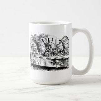 Wir sind alle wütende hier Alice im Kaffeetasse
