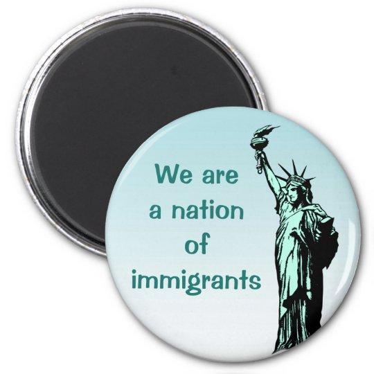 Wir sind eine Nation des Immigrant-Magneten Runder Magnet 5,1 Cm