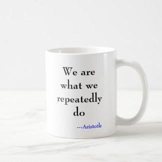 Wir sind, was wir wiederholt tun, ---Aristoteles Kaffeetasse