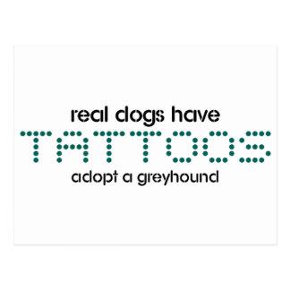 Wirkliche Hunde haben Tätowierungen Postkarte