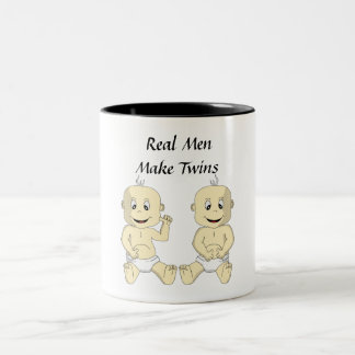 Wirkliche Männer stellen Zwillinge Kaffee-Tasse