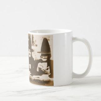 Witches Tea Party – sepia Kaffeetasse