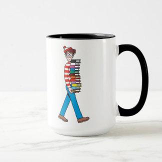 Wo Waldo das Tragen Stapel Bücher ist Tasse