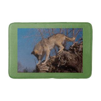 Wolf auf der Jagd Badematte