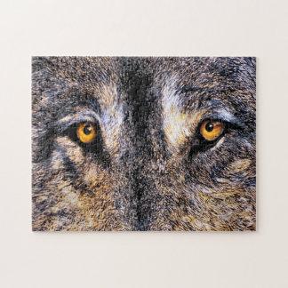 Wolf mustert Puzzlespiel