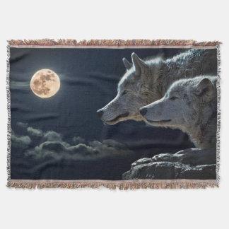 Wölfe in der Mondschein-Wurfs-Decke Decke