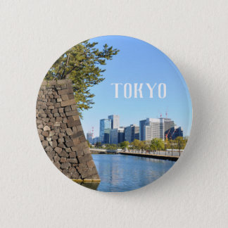 Wolkenkratzer in Tokyo, Japan Runder Button 5,7 Cm