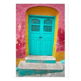 Wunderlicher hölzerner Eingang der grünen Türen Postkarte