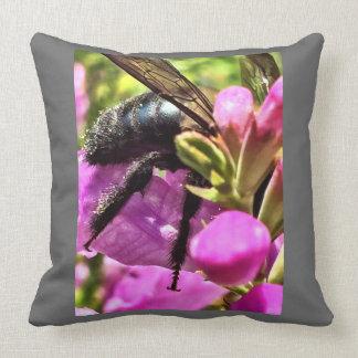 Wurfskissen von der die Augen-Sammlung der Biene Kissen