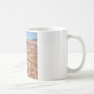 Wüste tot und kaffeetasse