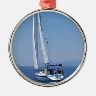 Yacht-voller Flug Rundes Silberfarbenes Ornament