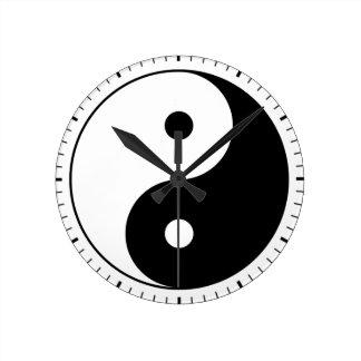 Yin und Yang (YinYang, yin Yang, 陰陽). Runde Wanduhr