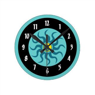 Yin-Yang aztekischer Sun/Aqua und schwarze Kreise Runde Wanduhr