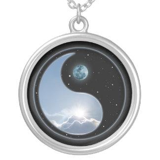 Yin Yang Mond Sun Versilberte Kette