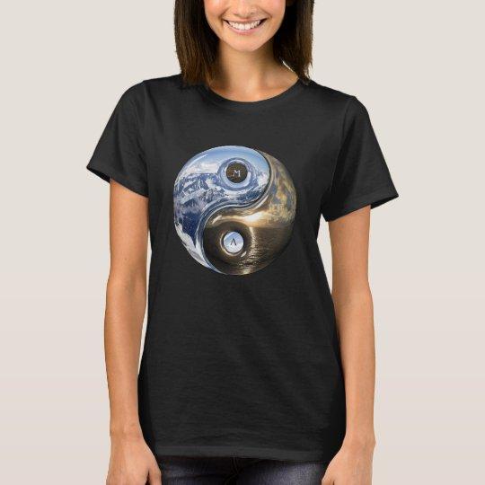 Yin Yang Seeberge mit Ihrem Monogramm T-Shirt