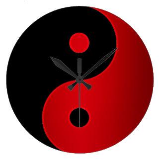 Yin Yang Uhr im Rot und im Schwarzen