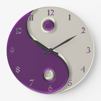 Yin Yang Uhr in Lila und während