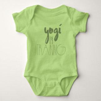 Yoga-Baby-Bodysuit| Yogi im Training Babybody