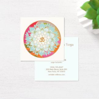 Yoga-Lehrer-Lotos-Blumen-und OM-Symbol Quadratische Visitenkarte