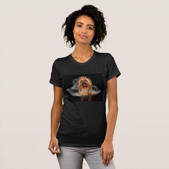 Yorkshire Terrier auf Schwarzem T-Shirt