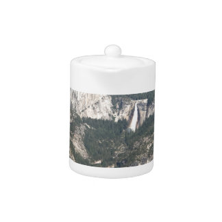 Yosemite Wasserfall und Berge