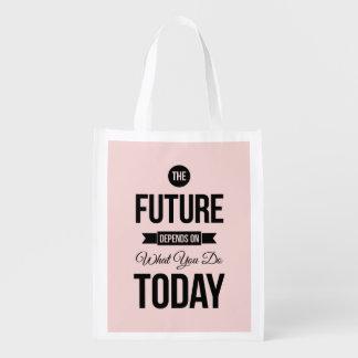 Zacken Sie das zukünftige Wort-Zitat aus Einkaufstaschen