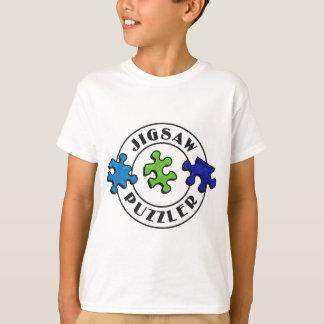 Zackiger Puzzlerraumhintergrund T-Shirt