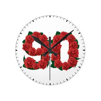 Zahl 90 oder 90.-Geburtstags-Rote Rosen Runde Wanduhr