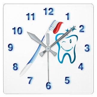 Zahnmedizinische Cartoon-Zahn-Zahnbürste-Funky Quadratische Wanduhr